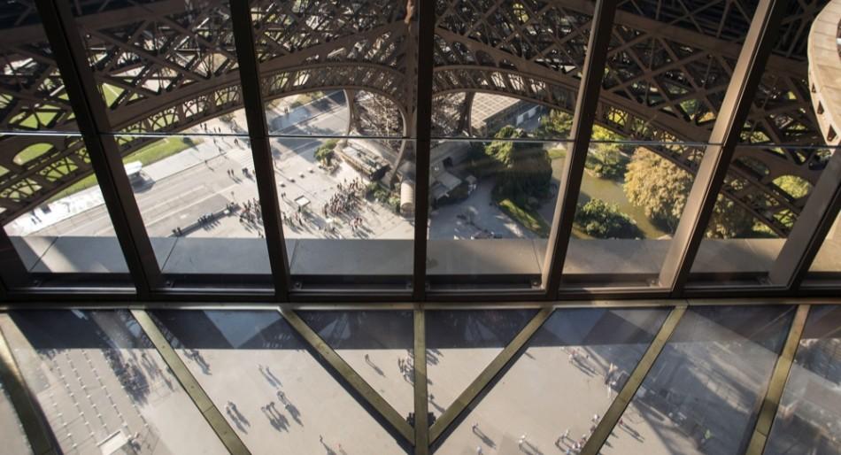 tour eiffel piattaforma di vetro