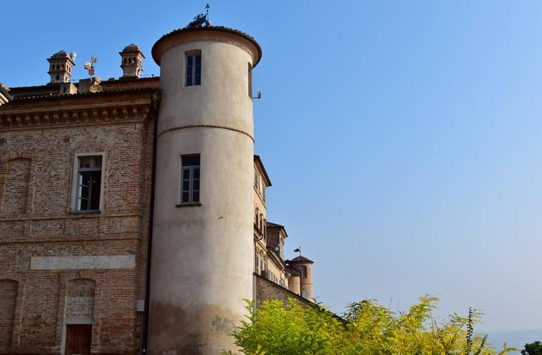 magliano alfieri castello